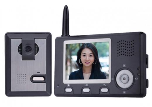 На фото представлен беспроводной видеодомофон