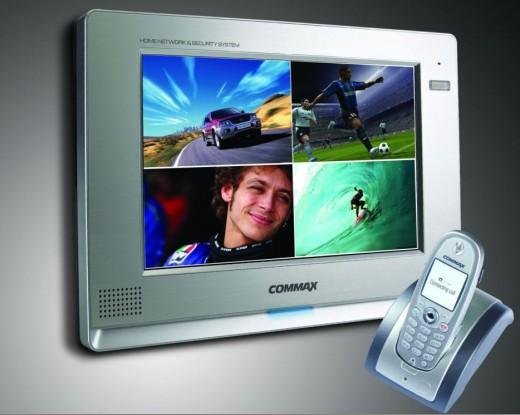 На фото видеодомофон Commax с возможностью подключения 4х вызывных элементов