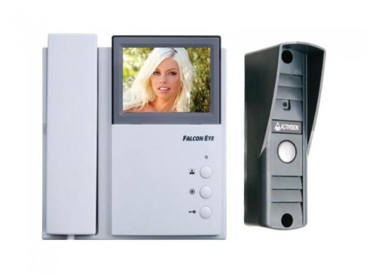 На фото представлен видеодомофон с GSM-модулем