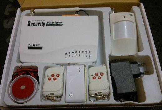 На фото представлен комплект GSM сигнализации