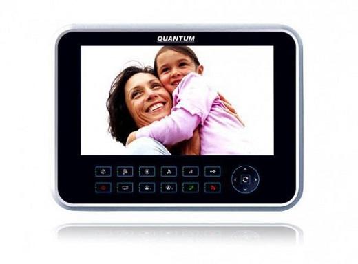 Монитор видеодомофона на снимке