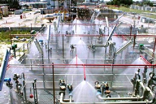 На фото пример дренчерной системы пожаротушения