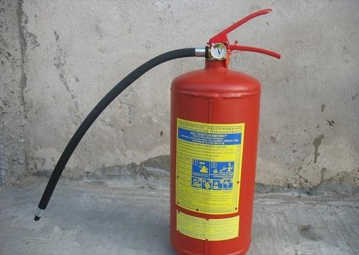 На снимке представлен огнетушитель ОП-5 (з)