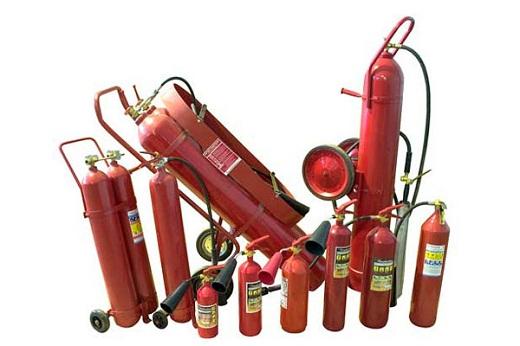 На снимке углекислотные огнетушители