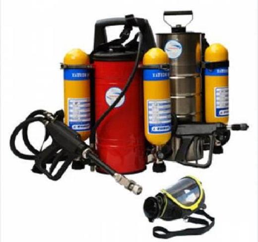 Ранцевые устройства пожаротушения РУПТ-1-04 «Игла» представлены на снимке