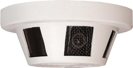 На фото представлена камера видеонаблюдения, вмонтированная в корпус датчика пожарной сигнализации