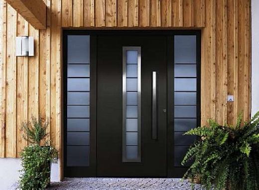 Металлическая входная дверь на фото