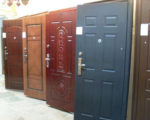 ˜На снимке представлены металлические входные утепленные уличные двери