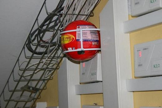 Самосрабатывающий огнетушитель «ШАР-1» представлен на снимке
