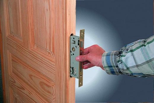 Существует много причин для ремонта или замены дверного замка