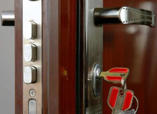 Защитные функции двери зависят также от качественного замка
